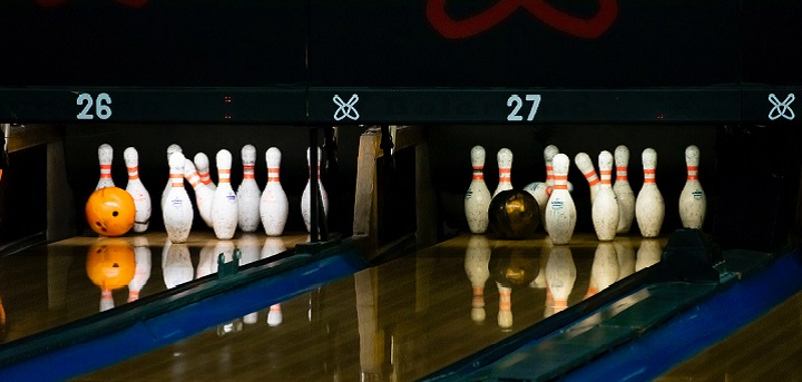 10 pin bowling alley
