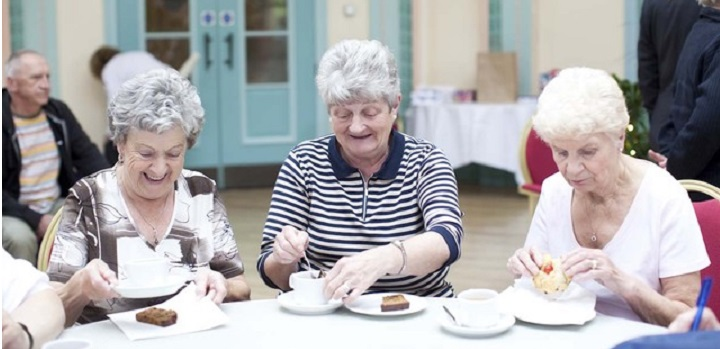 ladies having tea and cake